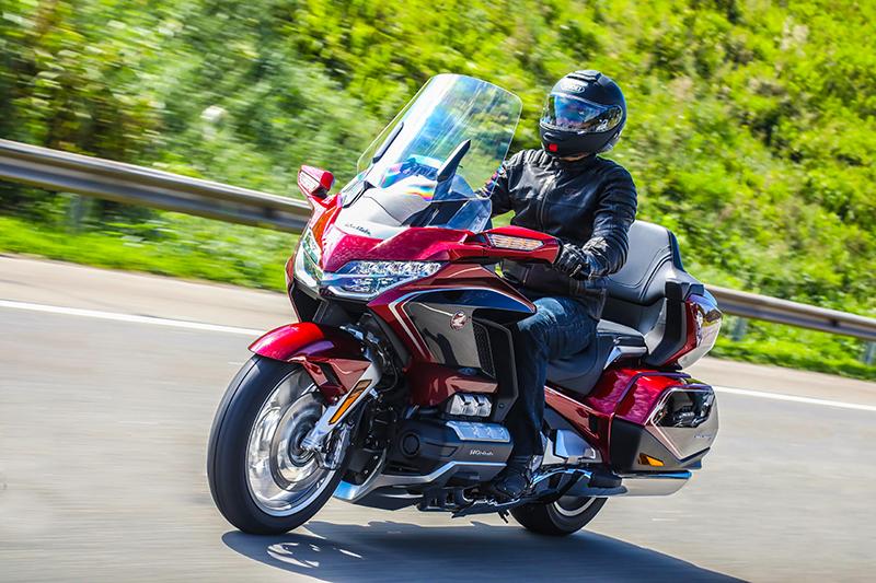 motos honda gold wing tour