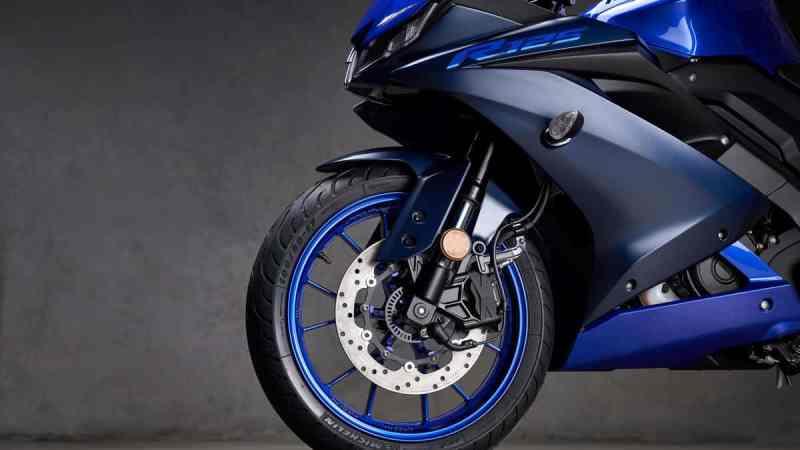 moto esportiva de entrada