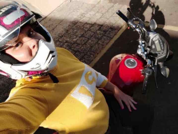 mulher motociclista Mycaelle Sales