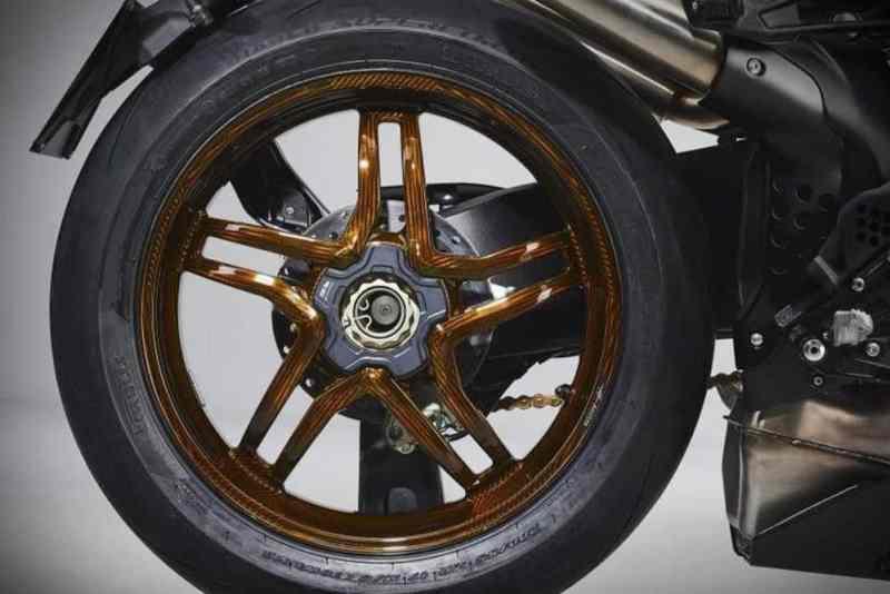Brutale 1000 RR rodas de fibra de carbono