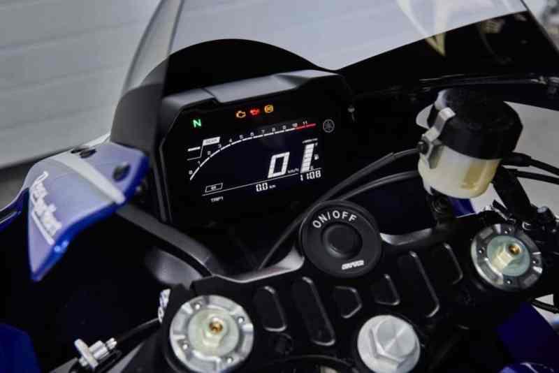 Yamaha R7 painel